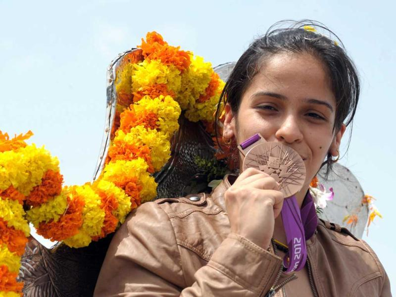 Indian badminton player Saina Nehwal poses with the Olympic bronze medal in Hyderabad. (AFP Photo/Noah Seelam)