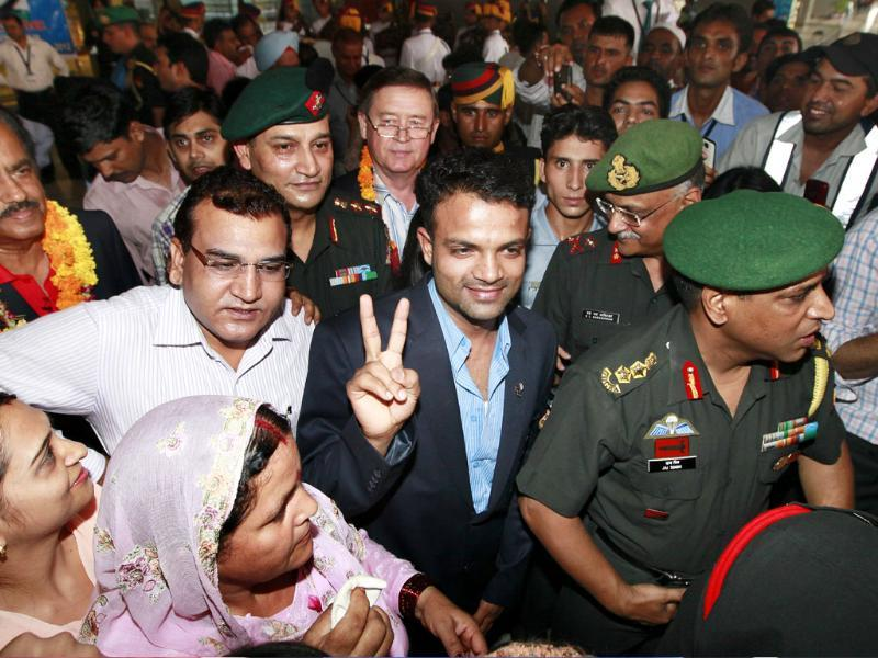 London Olympics 25-m rapid fire pistol silver medalist Subedar Vijay Kumar, accorded a rousing welcome by the Indian Army on his arrival at the Indira Gandhi International Airport. Raj K Raj/Hindustan Times