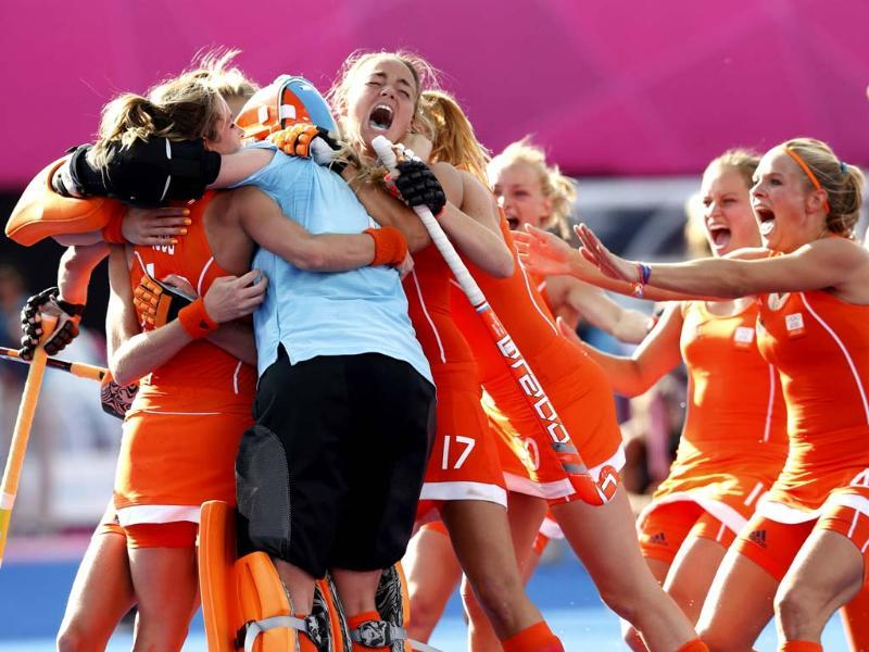 Netherlands' team players celebrate winning against New Zealand during their women's semifinal hockey match at the Riverbank Arena at the London 2012 Olympic Games. (Reuters/Suzanne Plunkett)