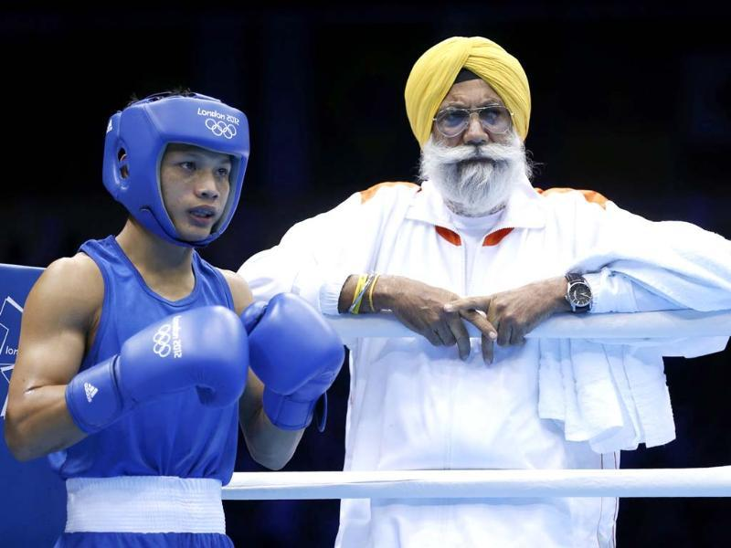 India's Devendro Singh Laishram waits in his corner during his Men's Light Fly (49kg) quarter-final boxing match against Ireland's Paddy Barnes at the London Olympic Games. (Reuters/Murad Sezer)
