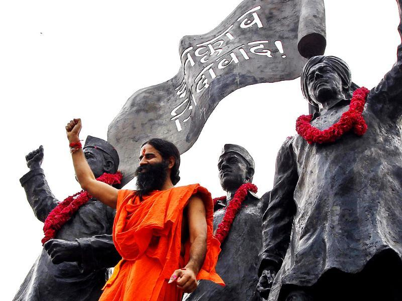 Baba Ramdev pays his tribute at Shahidi Park before his agitation against black money at Ramlila Maidan, in New Delhi. HT/Ajay Aggarwal