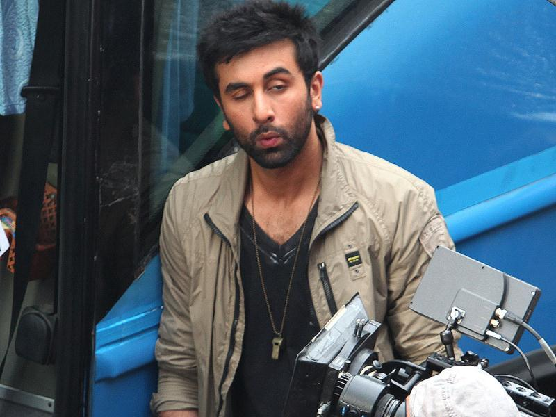 Cool dudes Ranbir Kapoor and Virat Kohli were seen shooting for a soft drink commercial in Delhi recently. The two certainly seem to be having a blast! Take a look...