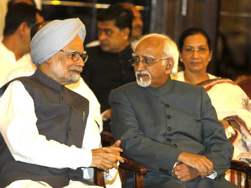Prime Minister Manmohan Singh and vice president Hamid Ansari during the occasion of 70th anniversary of Quit India Movement at Rashtrapati Bhavan in New Delhi. HT/Sonu Mehta