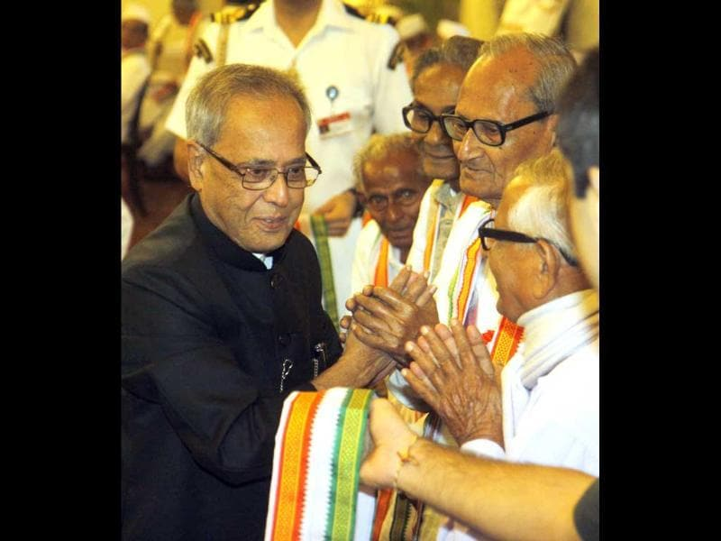 President Pranab Mukherjee honouring freedom fighters at a function on the occasion of 70th anniversary of Quit India Movement at Rashtrapati Bhavan in New Delhi. HT/Sonu Mehta