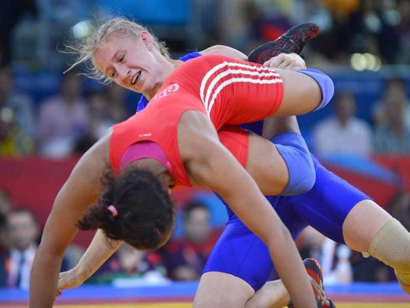 Ukraine's Tetyana Lazareva (R) wrestles India's Geeta Phogat in their Women's 55kg Freestyle repechage round 2 match during the wrestling event of the London 2012 Olympic Games. AFP Photo/Yuri Cortez