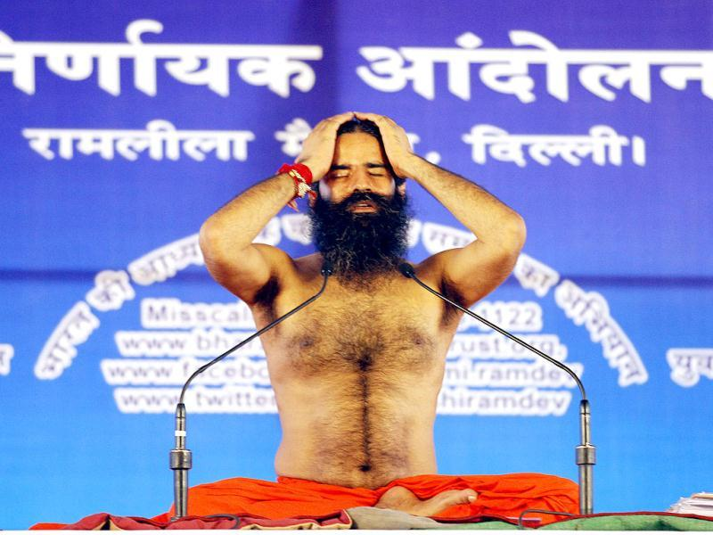 Yoga Guru Baba Ramdev performs yoga during the agitation against black money and Corruption at Ramleela Ground in New Delhi. (HT Photo/Arvind Yadav)
