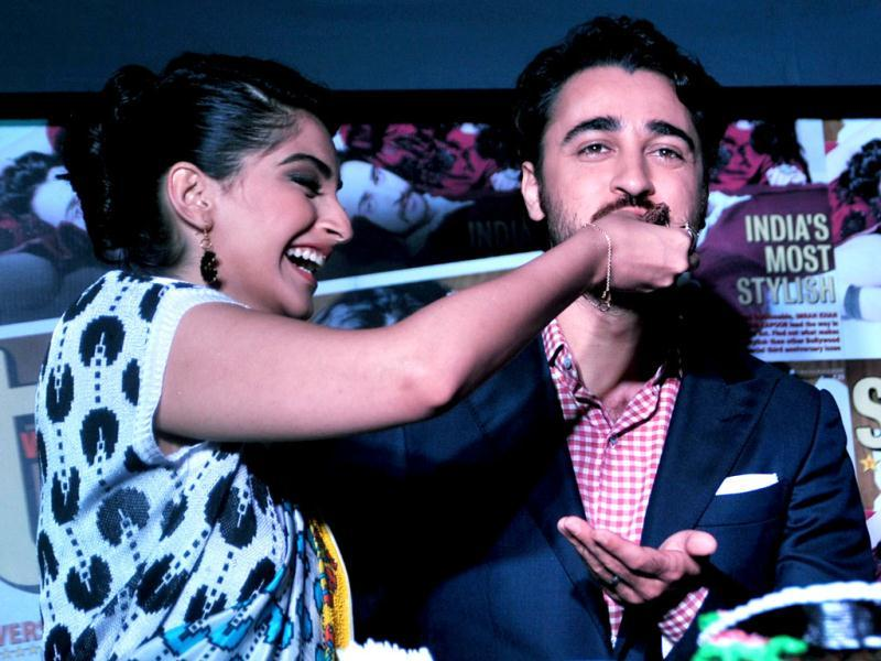 Sonam Kapoor makes Imran Khan eat a piece of cake here. (Photo: AFP)