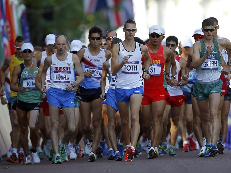 Competitors start the men's 50km race walk during the London 2012 Olympic Games at The Mall. Reuters/Laszlo Balogh