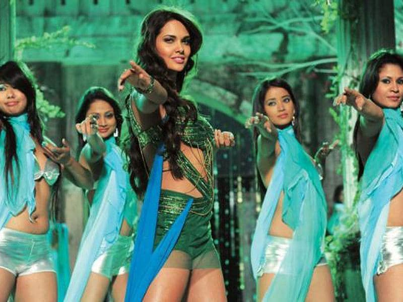 Esha Gupta looks hot in a dance number from Raaz 3.