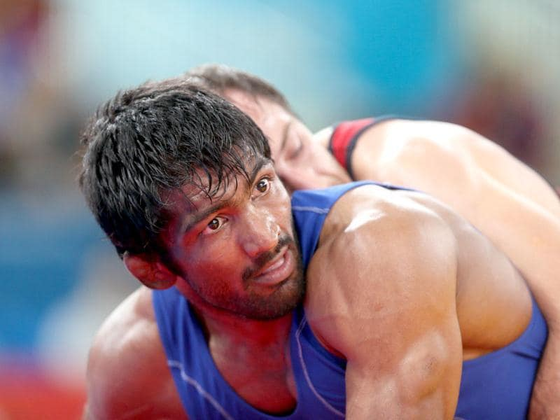 Bulgaria's Anatolie Ilarionovitch Guidea (R) wrestles India's Yogeshwar Dutt in their Men's 60kg Freestyle qualification match on during the wrestling event of the London 2012 Olympic Games. AFP Photo/Marwan Naamani