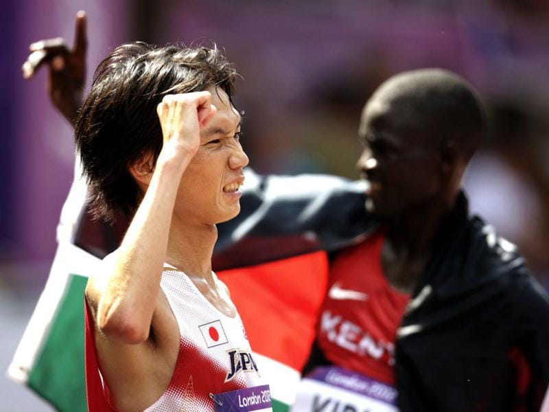 Japan's Kentaro Nakamoto (L) celebrates after finishing the men's marathon in the London 2012 Olympic Games. Reuters/Max Rossi