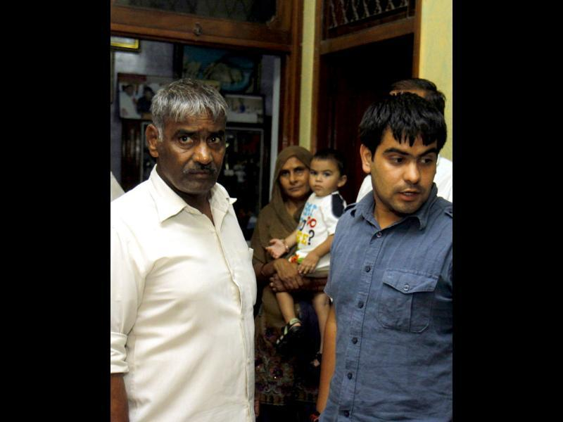 Sushil Kumar's father Diwan Singh with his family. HT/Sonu Mehta