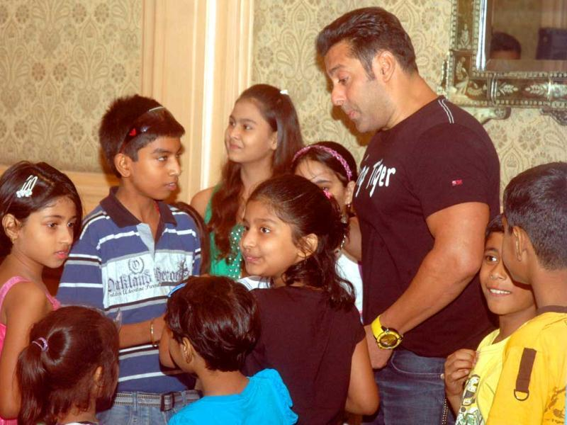 The actor, known for his big heart, is seen interacting with children while promoting his film in Lucknow.