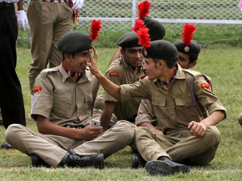 National Cadet Corps (NCC) members play during a rehearsal for the Indian Independence Day celebrations in Srinagar. AP photo/Mukhtar Khan