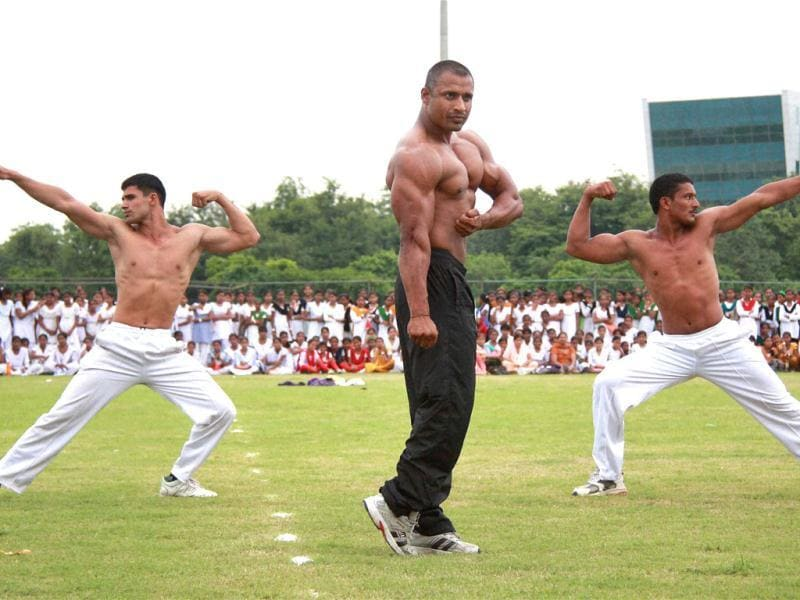 Haryana Police jawans perform during full dress rehearsal of Independence Day function in Gurgaon. PTI photo