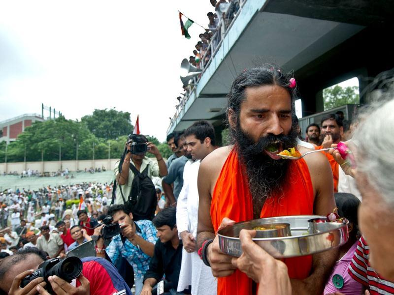 Yoga guru Baba Ramdev breaks his fast at Ambedkar stadium in New Delhi. AFP Photo/Prakash Singh