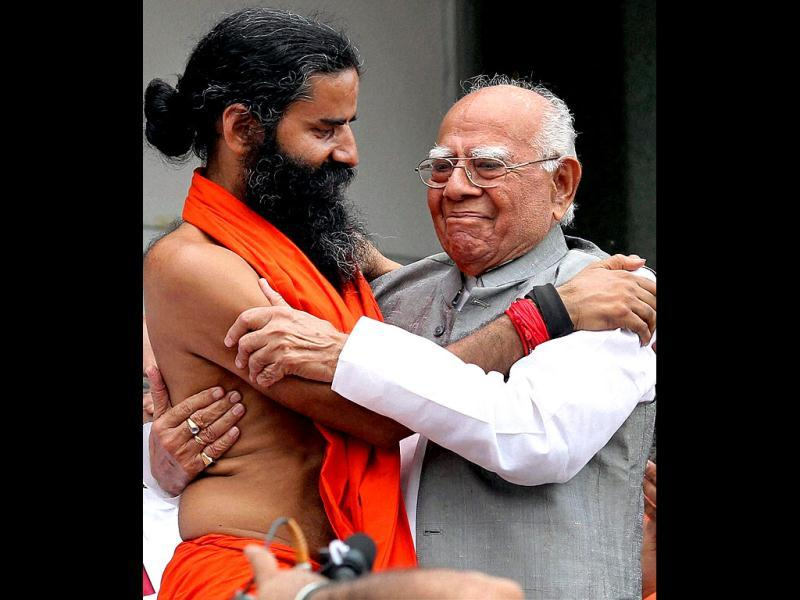 Yoga guru Baba Ramdev with noted lawyer Ram Jethmalani in New Delhi. PTI Photo/Atul Yadav