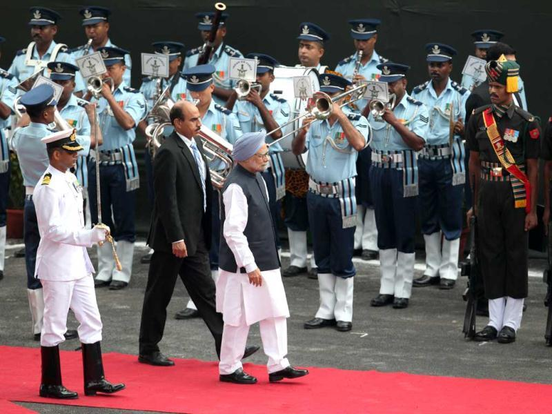 Prime Minister Manmohan Singh inspects a guard of honour upon his arrival at the historic Red Fort during Independence Day celebrations in Delhi. (Raj K Raj/ Hindustan Times)