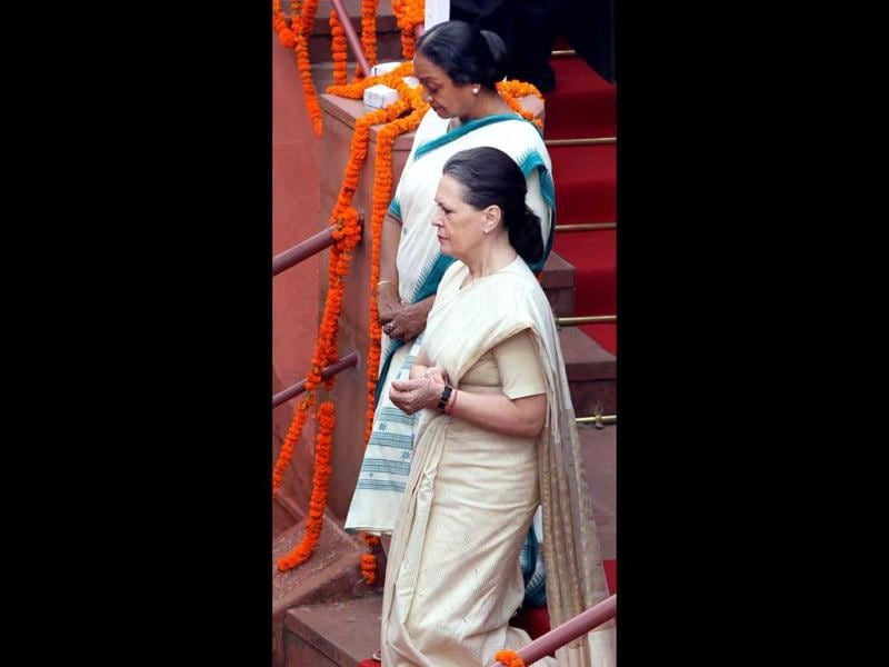 UPA Chairperson Sonia Gandhi and Lok Sabha Speaker Meira Kumar leave after the 66th Independence Day function at Red Fort in New Delhi.(PTI/Kamal Kishore)