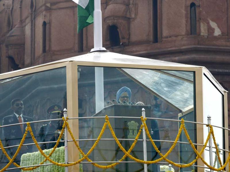 Prime Minister Manmohan Singh addresses the nation from a bullet-proof enclosure from Red Fort on 66th Independence Day celebrations in Delhi. (Vipin Kumar/Hindustan Times)