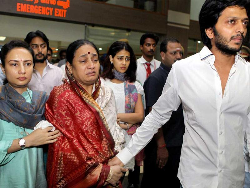Son Riteish Deshmukh, wife Vaishali and other family members of union minister Vilasrao Deshmukh leave the Chennai hospital, a day after the minister's demise at the hospital. (PTI Photo R Senthil Kumar)
