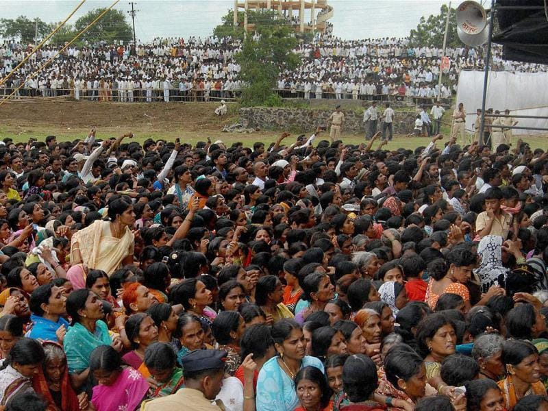 Supporters gather during union minister Vilasrao Deshmukh's funeral ceremony at Babhalgaon in Latur. PTI photo