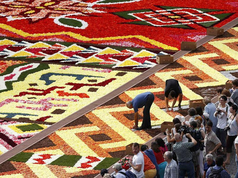 Gardeners work on a giant carpet made of flowers to form a floral decoration at Brussels' Grand Place.Reuters photo/Francois Lenoir