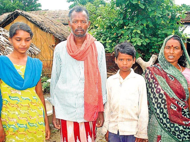 Rahul's parents Chatis Rai and Pramila Devi with two of their children in Leelagora village, Banka district, Bihar. HT