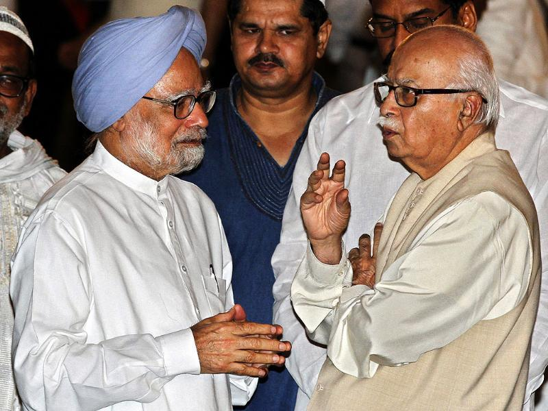 Prime Minister Manmohan Singh with BJP leader LK Advani at an Iftar Party hosted by Prime Minister at his residence in New Delhi. (HT Photo/Arvind Yadav)