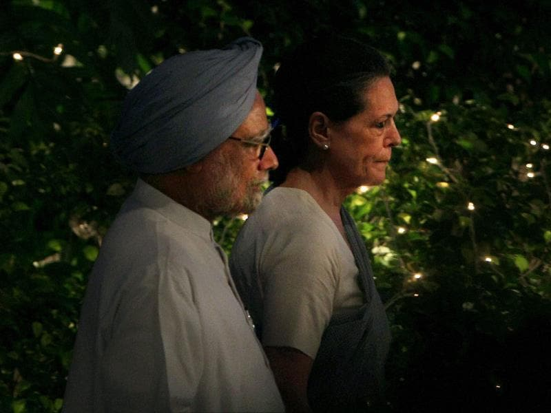 File photo of PM Manmohan Singh with Congress president Sonia Gandhi at an event in New Delhi.(PTI)