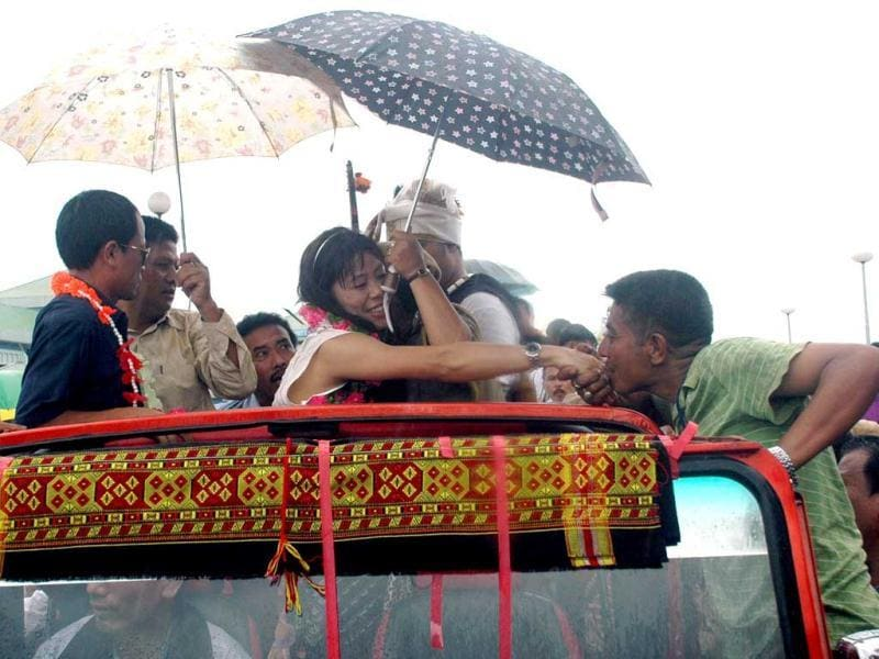 Olympic-2012 bronze medalist Mary Kom being greeted by her fans during a welcome ceremony in Imphal. UNI