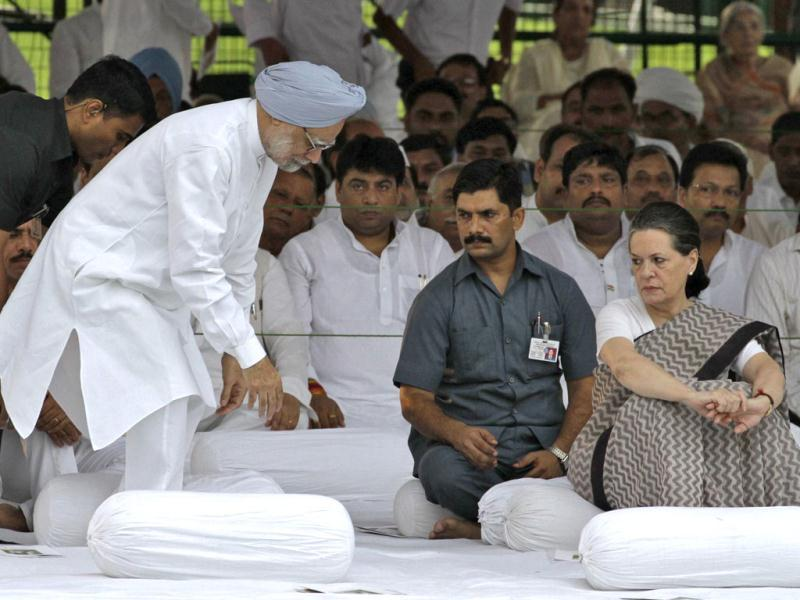 Prime Minister Manmohan Singh and Congress chief Sonia Gandhi at Rajiv Gandhi's memorial on the 68th birth anniversary of the former Prime Minister. Reuters/B Mathur
