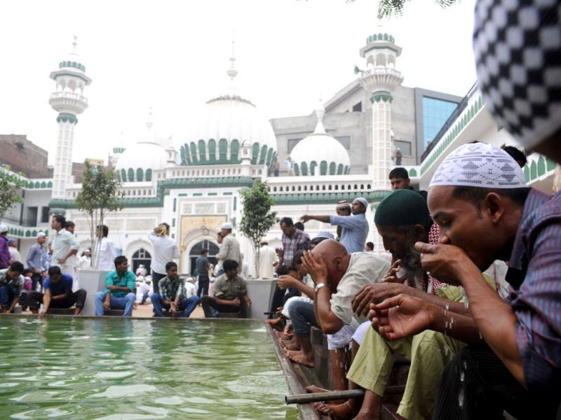 Muslims perform ablutions before Eid al-Fitr prayers at the Kharudin Mosque in Amritsar. AFP Photo/ Narinder Nanu