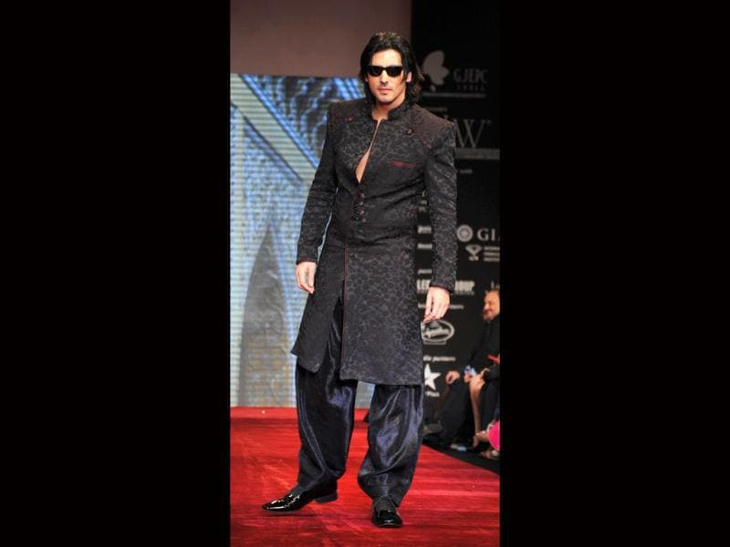 Zayed Khan walks in style for Gitanjali's BETI Foundation on the first day of India International Jewellery Week 2012. (Photo: AFP)