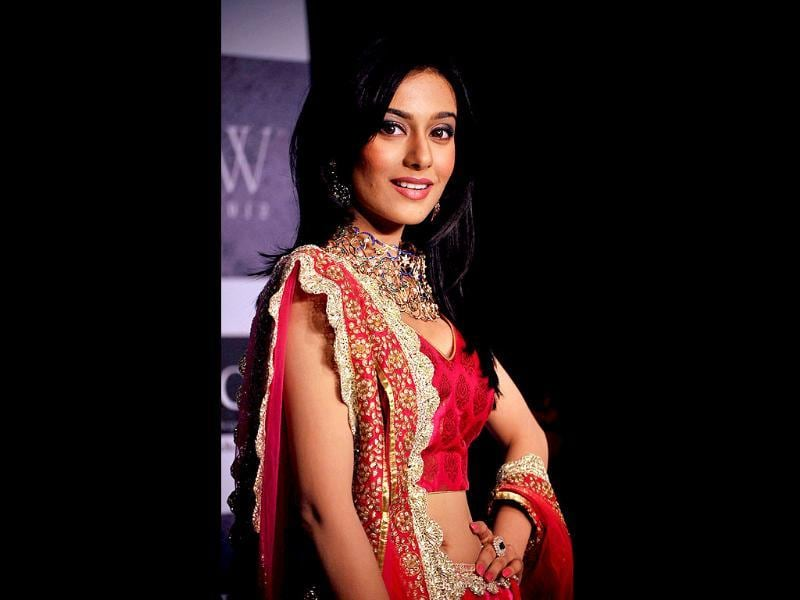 Amrita Rao flaunted Agni's creations on the ramp at the IIJW 2012. (AFP Photo)
