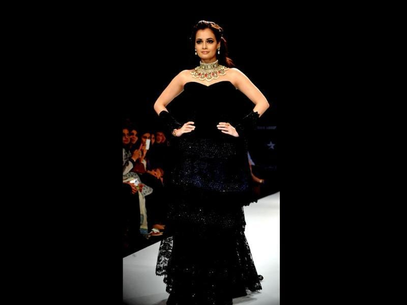 The ever beautiful Dia Mirza showcased jewellery as she walked the ramp for designer Vijay Golecha's creations at the India International Jewellery Week 2012 (IIJW) in Mumbai. (AFP Photo)