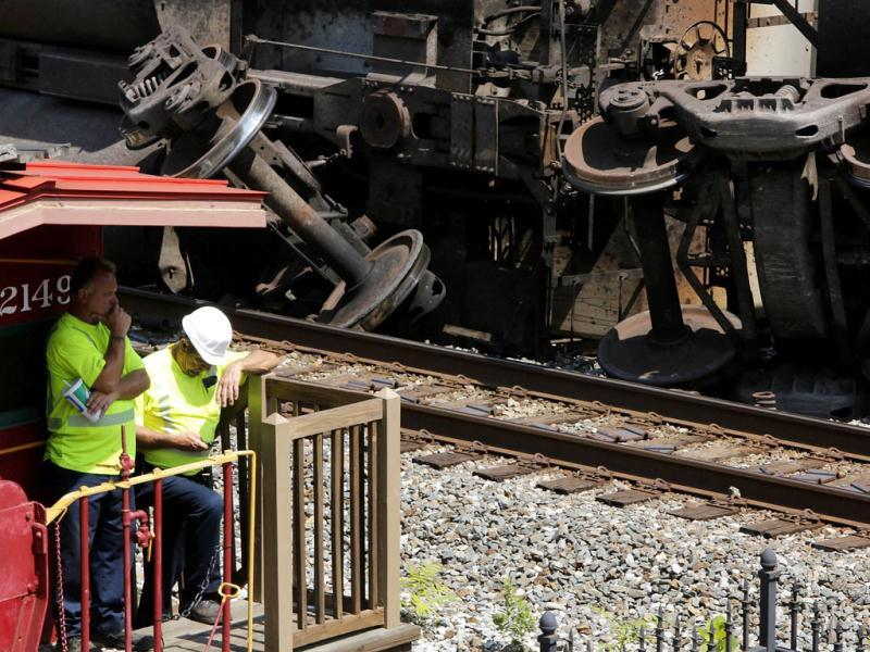 Workers begin to clean up the wreckage of an overturned freight train in Ellicott City. Reuters/Jonathan Ernst