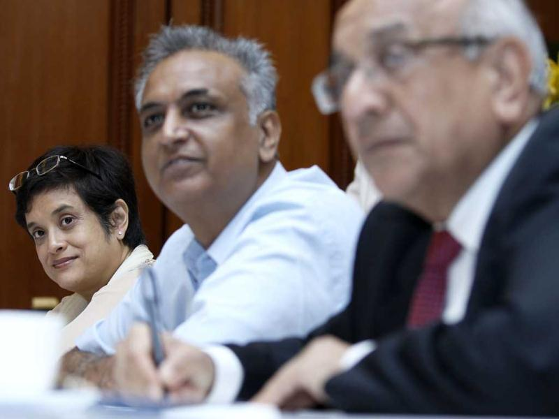Managing director of sales and marketing group of Intel South Asia Debjani Ghosh, Hindustan Times columnist and editor N Madhavan and President NASSCOM Som Mittal at round table meet for national Digital Literacy Mission, in New Delhi,India. (Hindustan Times/M Zhazo)