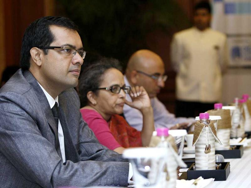 Dr. Jaijit Bhattacharya at CEO round table meet for national Digital Literacy Mission, in New Delhi,India.(Hindustan Times/M Zhazo)
