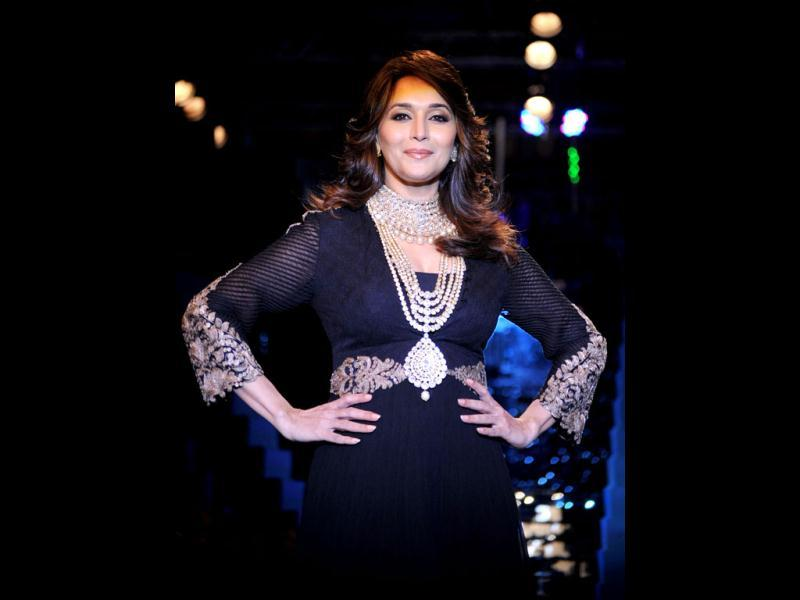 Madhuri Dixit Nene walks the ramp during the grand finale of India International Jewellery Week 2012 (IIJW). (Photo: AFP)