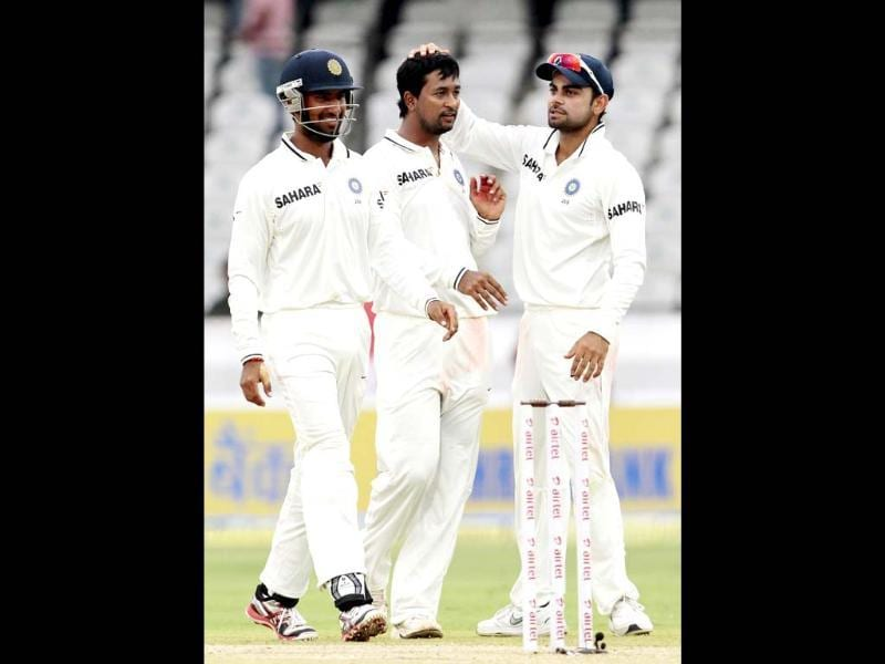 Virat Kohli, Pragyan Ojha and Cheteshwer Pujara celebrate the fall of wicket of a New Zealand batsman during Day 2 of their first Test match at Rajiv Gandhi Internationl Cricket Stadium, in Hyderabad. HT/Sunil Saxena