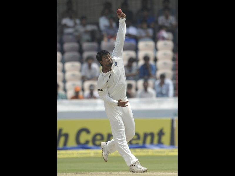 Indian cricketer Pragyan Ojha bowls during the third day of the first Test match between India and New Zealand at the Rajiv Gandhi International Cricket Stadium in Hyderabad . AFP Photo / Noah Seelam