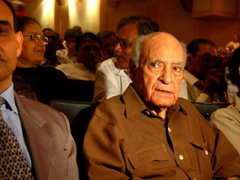 AK Hangal has acted in around 225 Hindi films in a career spanning from 1966 to 2005.