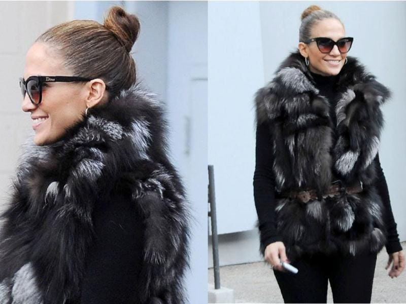 Singer and actress Jennifer Lopez looks super hot in those glasses.