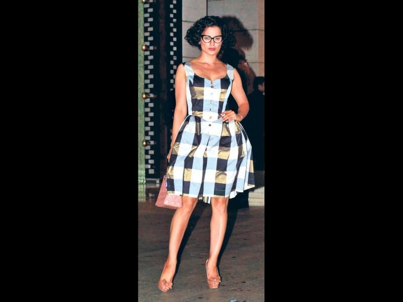 The ever stylish Kangana Ranaut also flaunted the look recently!