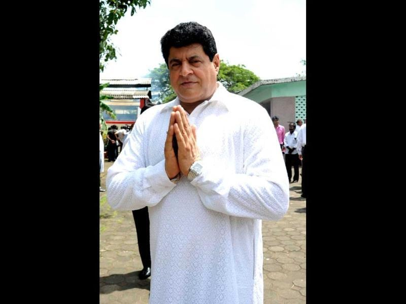 Gajendra Chauhan attends the cremation ceremony of late veteran Bollywood actor AK Hangal. (AFP)