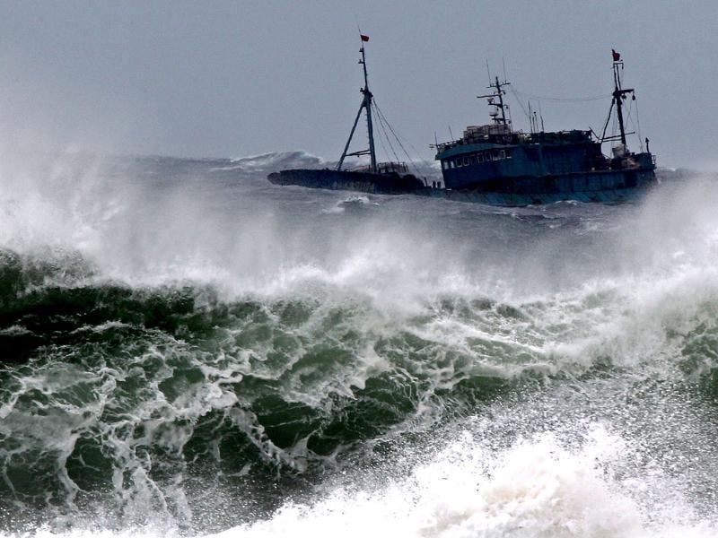 Chinese fishing boats fight with high waves near a port on the southern island of Jeju as major typhoon Bolaven reaches. AFP/Yonhap