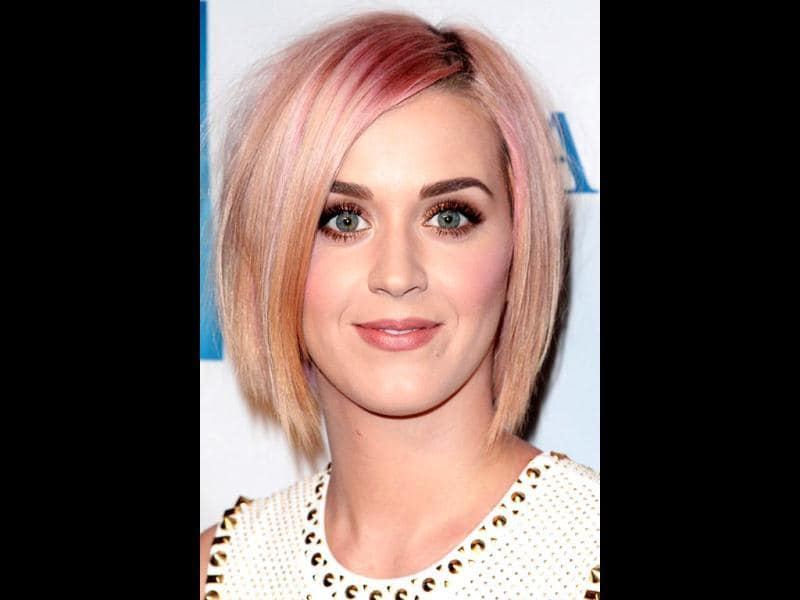 In December 2011, Katy sported blonde look with pink highlights.