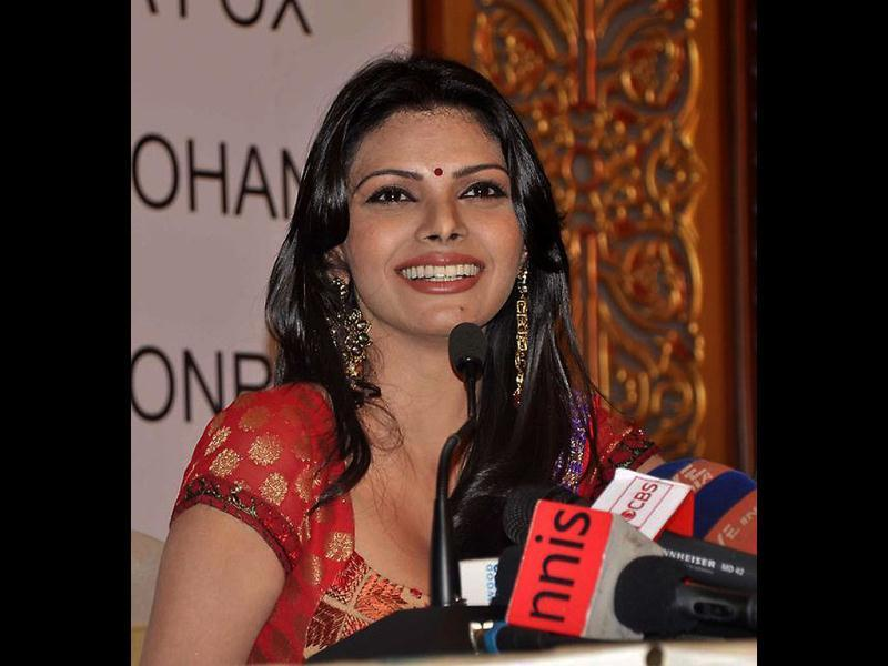Sherlyn goes desi in this picture (Photo Credit: SherlynChopra/Twitter)