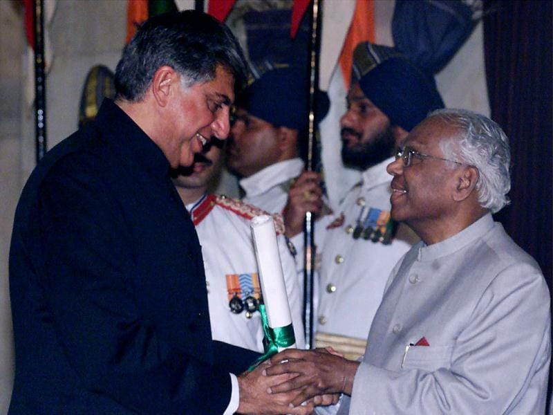Top industrialist Ratan Tata receives the Padma Bhushan award, a civilian award, from President KR Narayanan in New Delhi. Reuters Photo